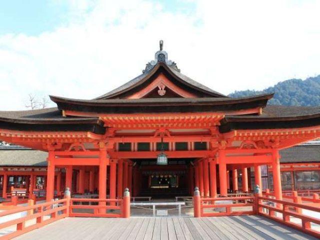 世界遺産・厳島神社まですぐです!