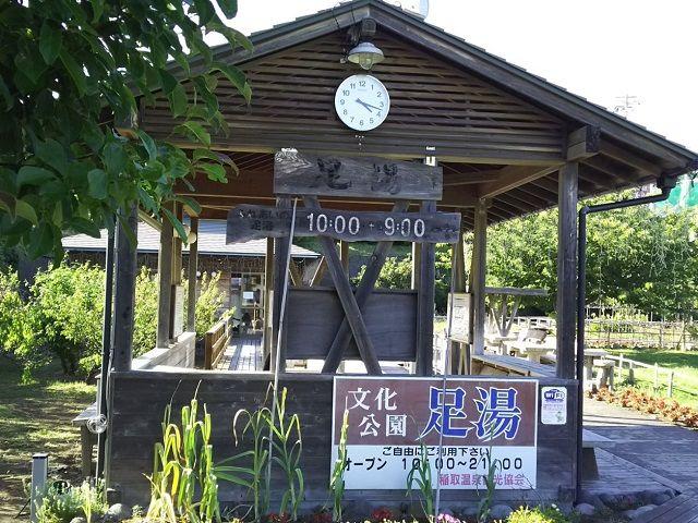 そして伊豆を代表する温泉地でもあります(写真は町中にある無料の足湯です)