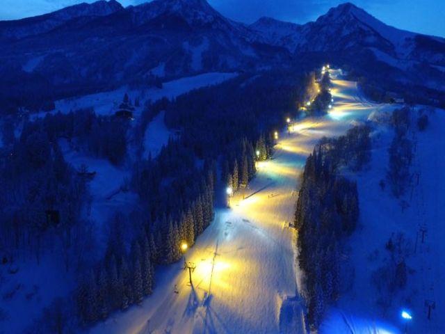夜のスキー場風景です☆