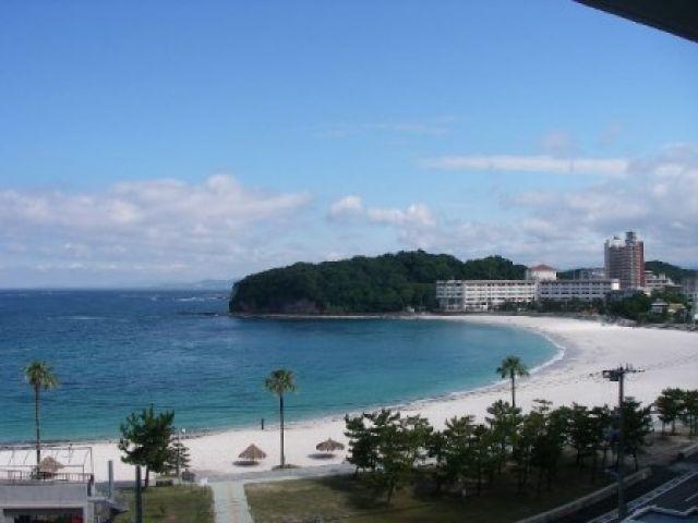 白浜といえば白良浜★夏はもちろん、冬も海が澄んでとってもキレイです◎