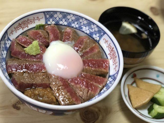 あか牛丼!お昼は行列が出来ます。休日は阿蘇観光もいかがですか?