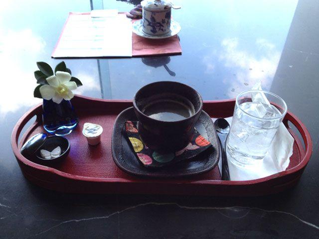 サロンで出る珈琲も風情があります♪シュガーがお宿のマスコット(蝶)型です♪