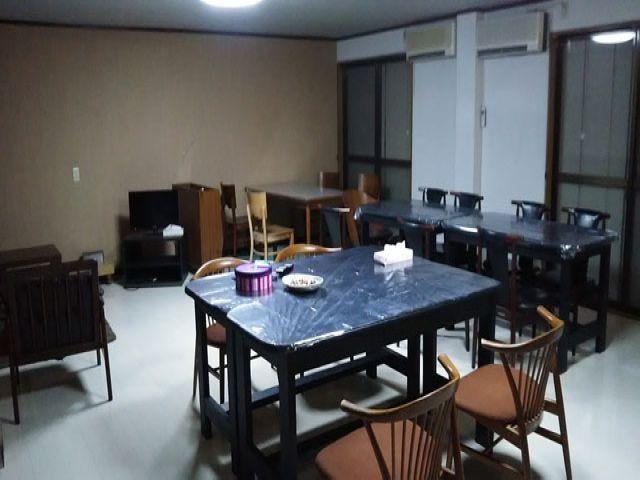 ◆寮コミュニティスペース◆ 調理器具・お皿と自炊支援器具充実♪
