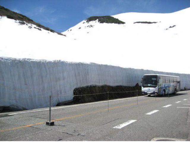 雪の大谷♪実際現地で見ると大迫力で感動しますよ(*^^)v