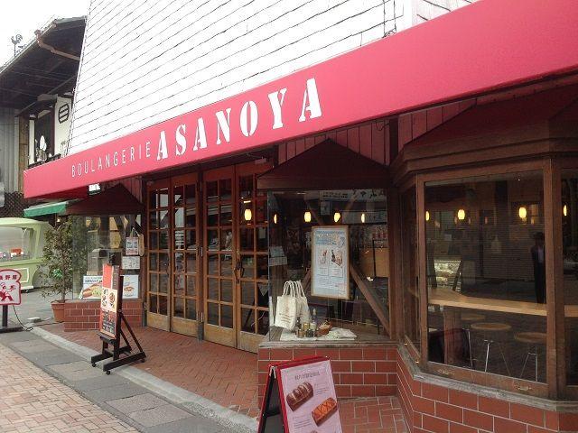 軽井沢の人気スポット「旧軽銀座」に有るパン屋さんです。