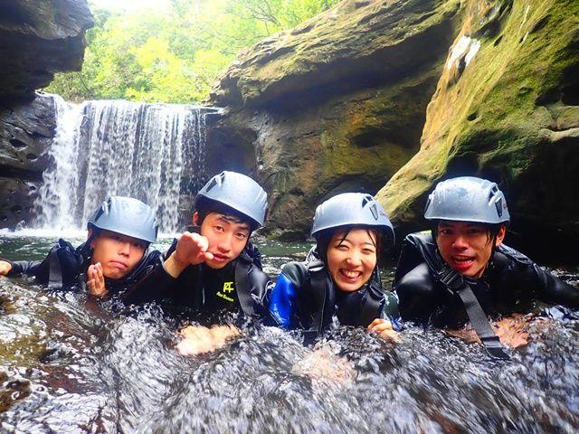ジャングルの中を進むトレッキングやキャニオニングは人気のツアーの一つ!マイナスイオン☆