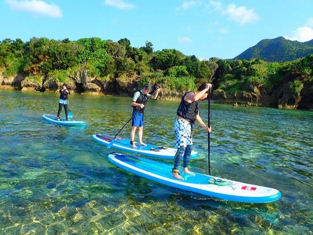 大きなボードの上に立ってゆったり水上をクルージング!SUPツアーも大人気です