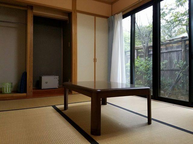 寮の一室です。系列店勤務であれば別の寮になります。どちらの寮もWiFi完備です。
