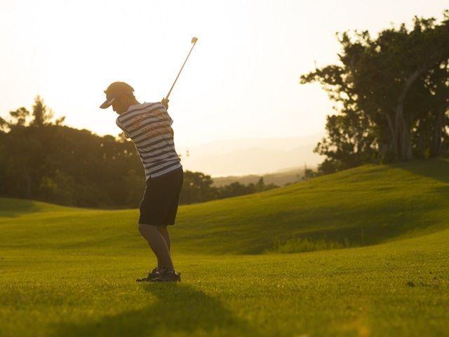 沖縄はゴルフがとても有名なリゾート地?!屋外での勤務希望の方は必見です♪