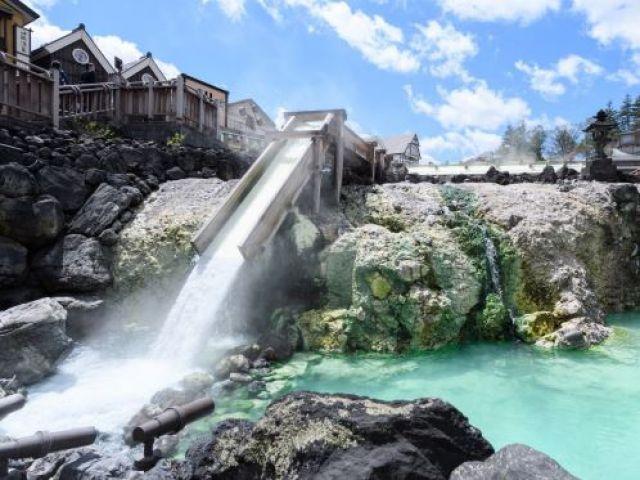 草津温泉のランドマーク☆湯畑☆国内外の観光客で賑わいます♪