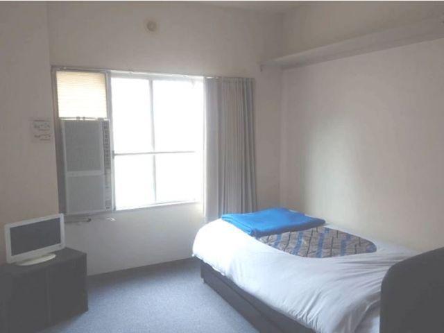 寮のお部屋は一人暮らしにはちょうど良い広さ!!ベッドはなく現在は布団になってます!