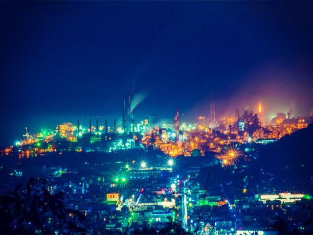 夜になるとコンビナートは人気夜景スポットになります!