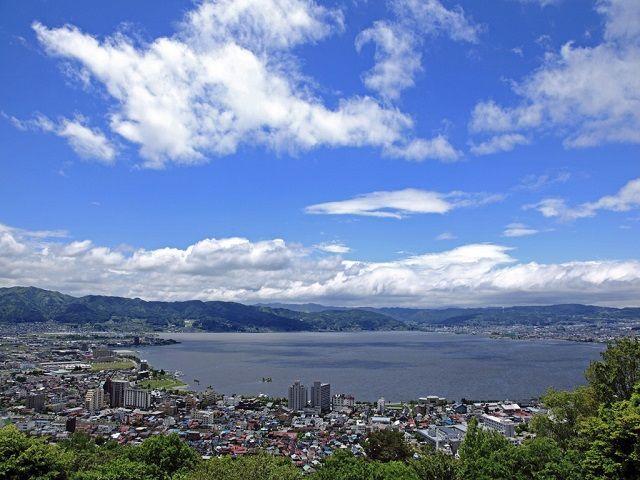 新宿から特急利用でわずか2時間10分!諏訪湖をじっくり堪能したいのであればココ!