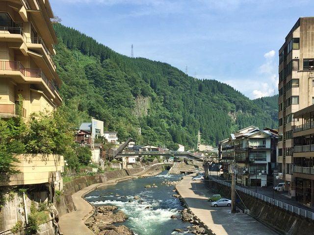 山と川、豊かな自然に囲まれた温泉地です☆