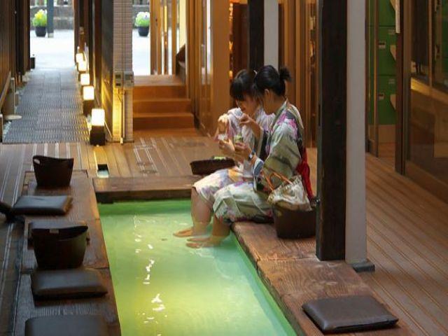 系列の足湯カフェ☆オフは草津を散策散策♪疲れたら足湯カフェで一休み♪