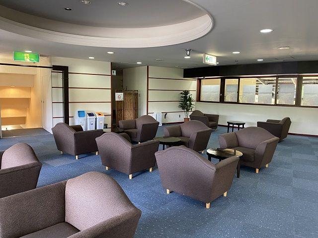施設内にくつろぎスペースがあります。こちらでもWIFIが繋がっております。