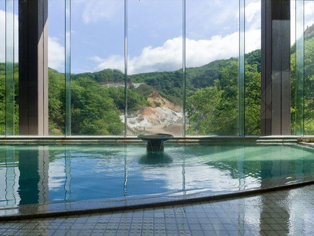 社員用温泉施設の他、にっぽんの温泉100選の上位ランクに選ばれる温泉を満喫できます