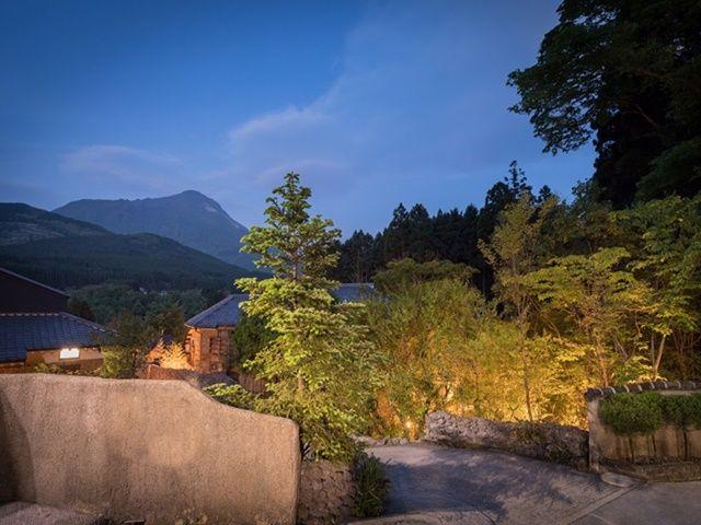 職場外観:広大な敷地に全10棟からなるラグジュアリーな温泉旅館